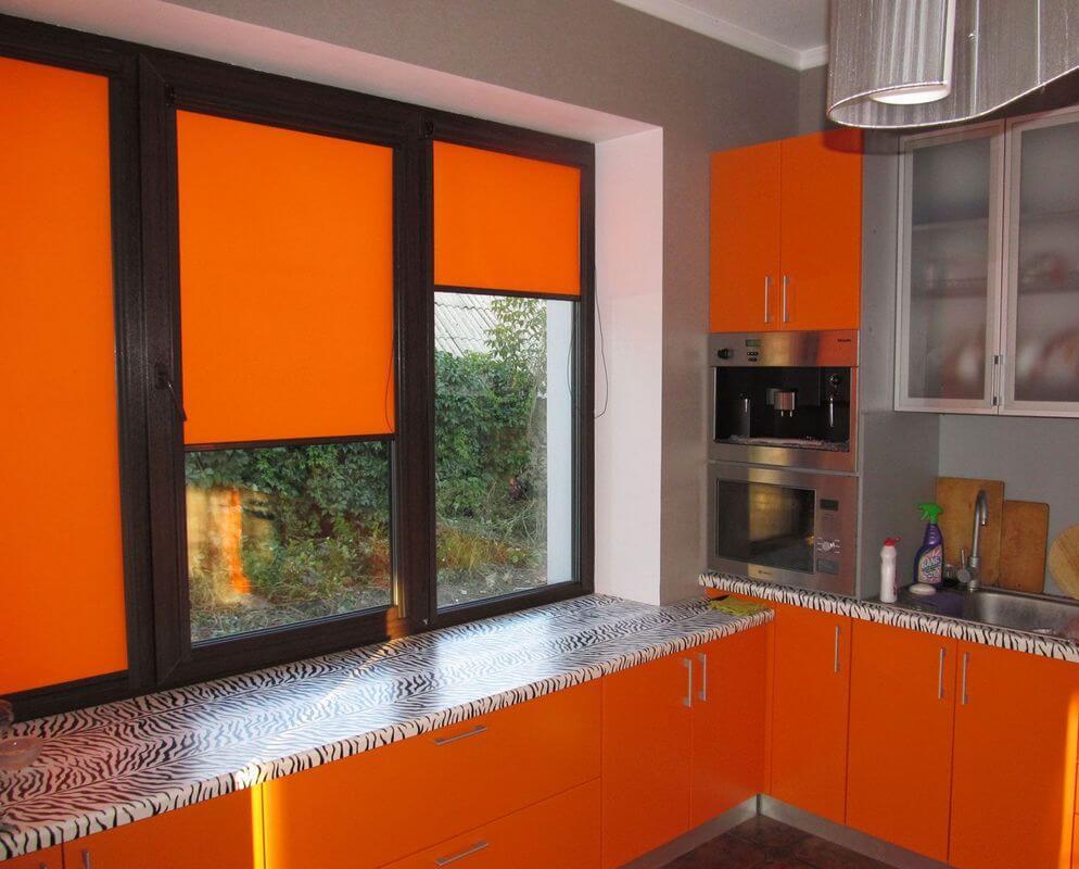 фото рулонных штор на кухне