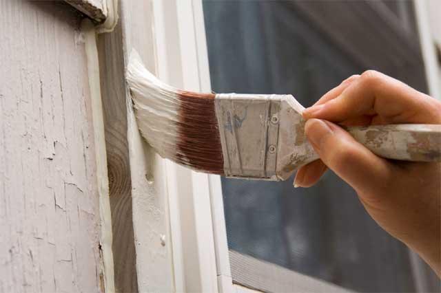 покраска деревянного оклада окна