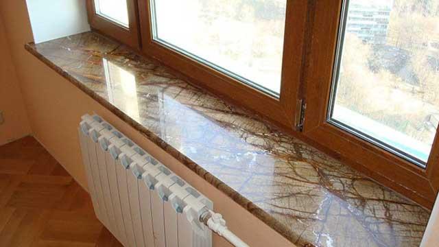 подоконник на балконе из искусственного камня