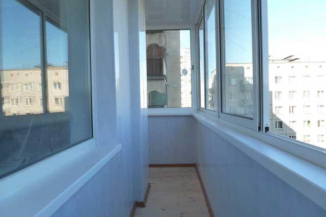 чем красить панели ПВХ на балконе